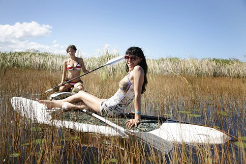 arcus-iris-designer-elise-mcneill-and-model-yesha-paddle-boarding-in-maui-johns-private-lagoon_8259711507_o